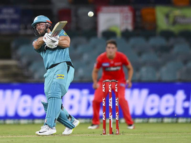 Chris Lynn has steered the Brisbane Heat to a five-wicket BBL win over the Melbourne Renegades.