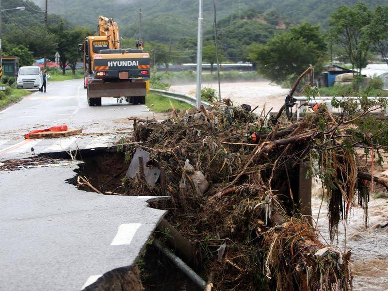 Heavy rains have pounded South Korea, leaving six people dead.